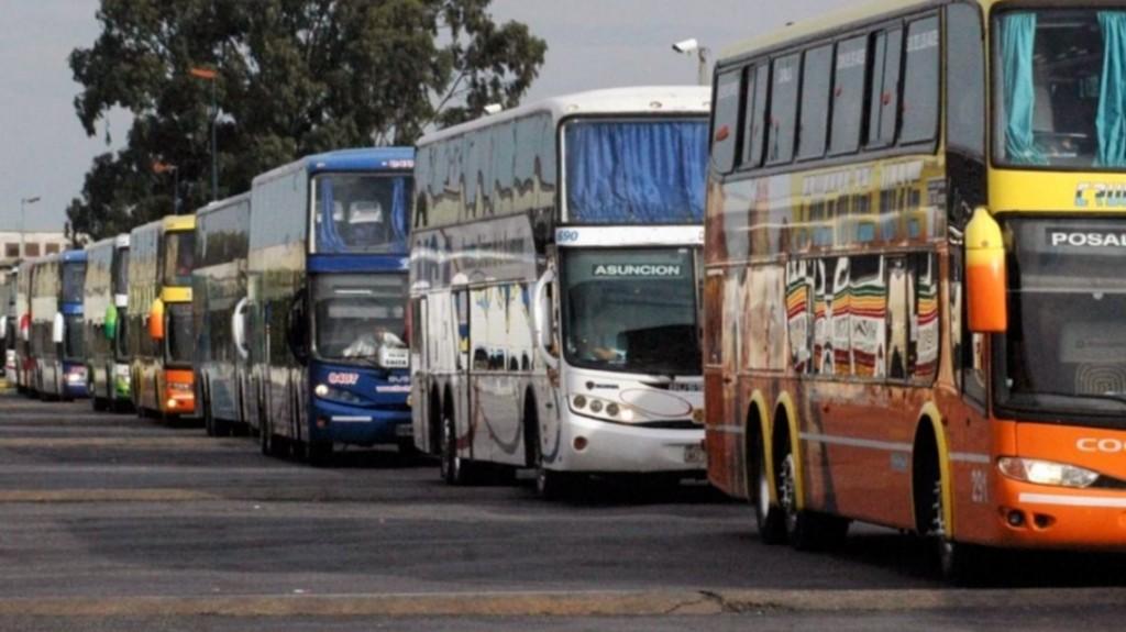 Empresas de transporte de larga distancia podrían reducir las frecuencias por el aumento de la nafta
