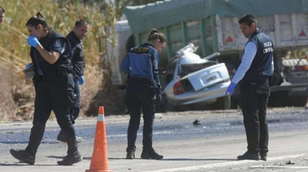 Accidente fatal en Mendoza: cinco jóvenes murieron tras un choque entre un auto y un camión
