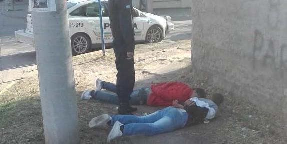 Villa Mercedes: detuvieron a dos hombres que atacaron y le robaron las zapatillas a un joven