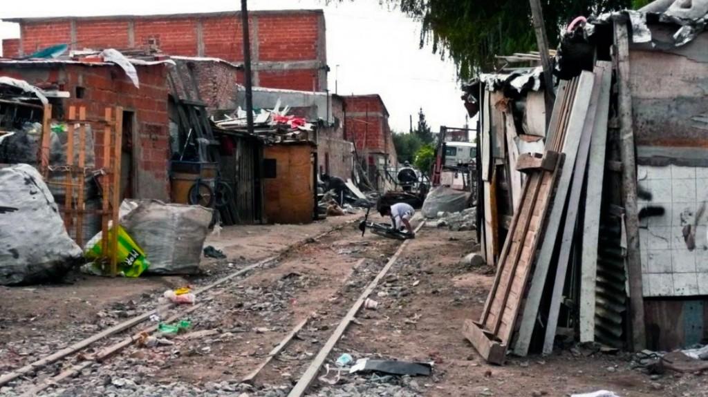 La pobreza aumentó casi 8 puntos en un año y afecta al 35,1% de los argentinos