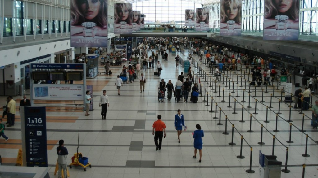 Detuvieron a 13 personas con 240 kilos de cocaína en el aeropuerto de Ezeiza