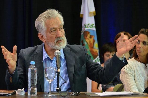 El gobernador anunció medidas para enfrentar la crisis económica nacional