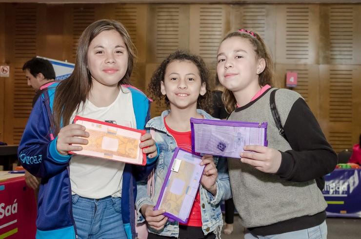 El Gobierno provincial entregó más de 3.400 foldscopes en la ciudad de Villa Mercedes