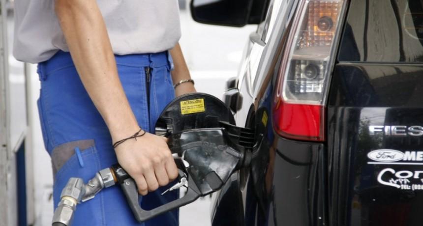 El Gobierno les ofreció a las petroleras un subsidio por el congelamiento en las naftas