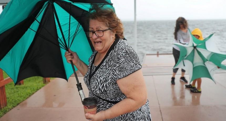 El huracán Dorian destrozó las Bahamas y llega a Estados Unidos: hay al menos 5 muertos