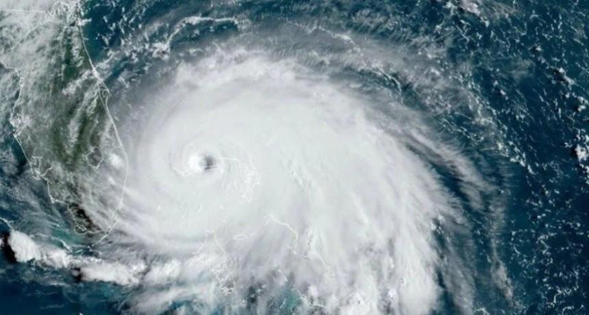 Dorian bajó a categoría 2 y va rumbo a la costa de Estados Unidos