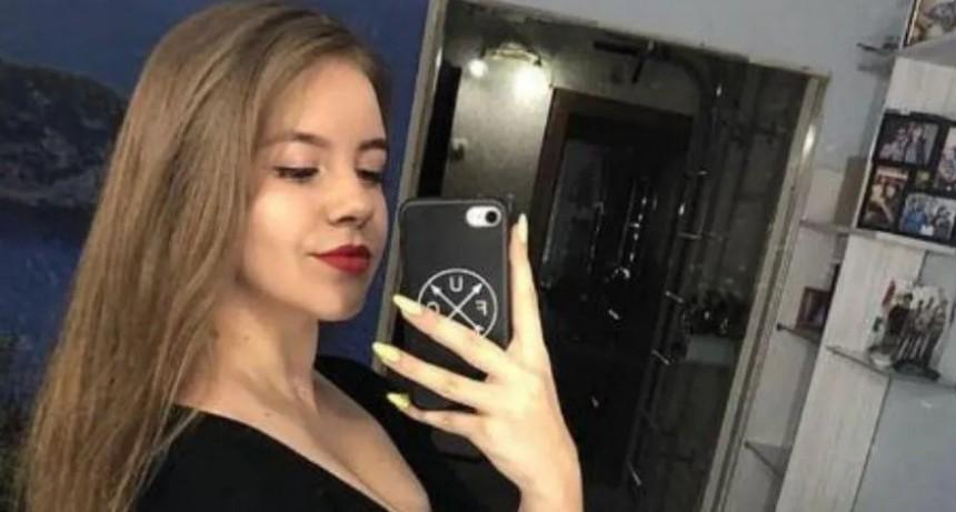 Una joven le disparó con un rifle en la cara a su amiga mientras posaban para una selfie