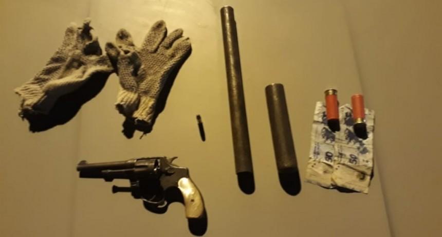 Villa Mercedes: detuvieron a dos hombres que tenían en su poder un revólver y una escopeta tumbera