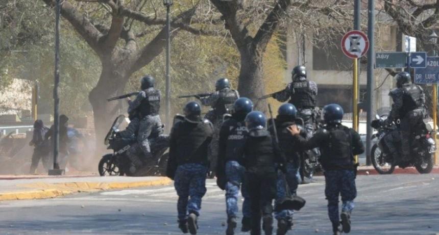 Una marcha gremial en Córdoba terminó con graves incidentes: varios heridos y 10 detenidos
