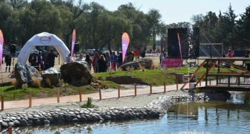 En el Parque de las Naciones inauguraron un estanque con peces y música ambiental