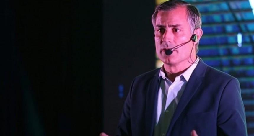 Enrique Picco realizó la presentación de su campaña
