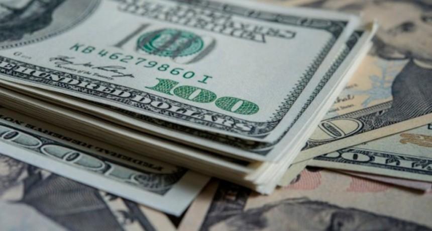 El dólar se mantuvo casi estable este viernes y cerró la semana a 58,44 pesos