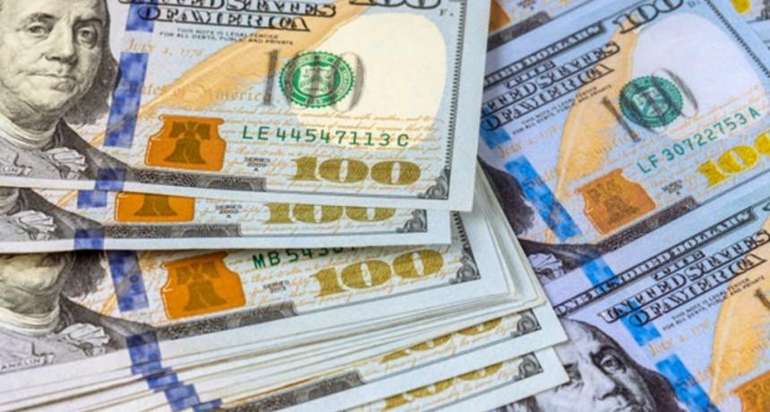 El dólar arranca la semana en alza