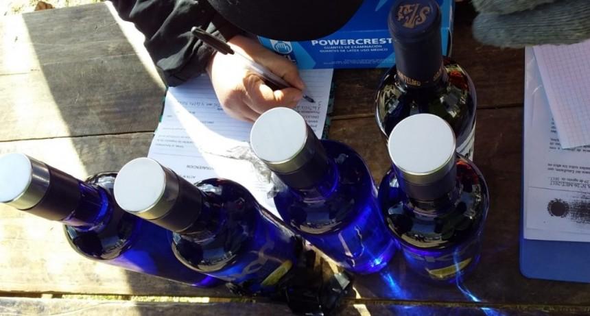 Día del Estudiante: decomisaron alcohol que quisieron ocultar en el motor del auto