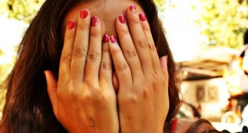 Denunció once veces a su ex pareja, que continúa hostigándola
