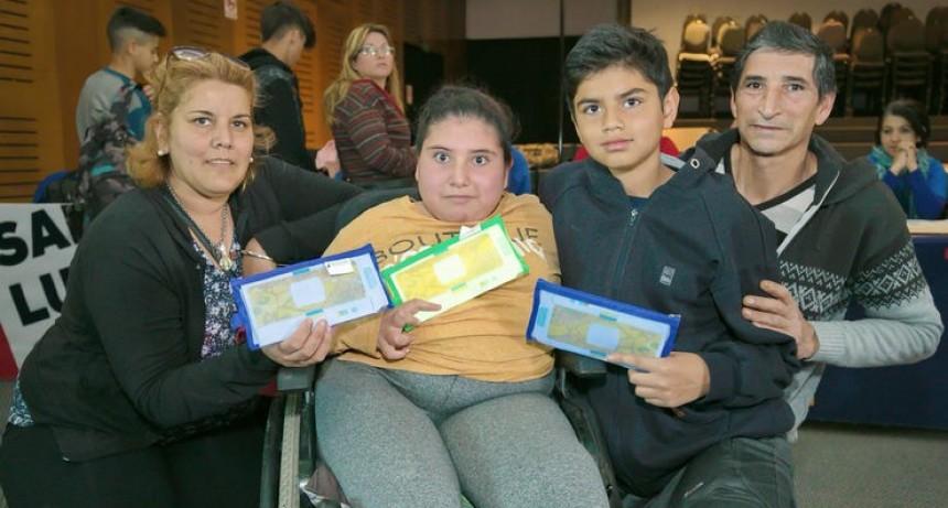 Inició la entrega de folsdcopes para alumnos villamercedinos