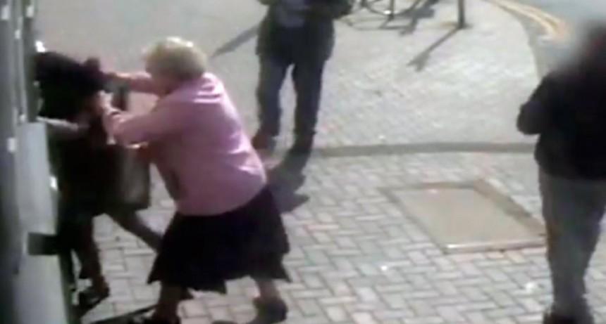 Una abuela de 81 años resistió a un asalto a los golpes