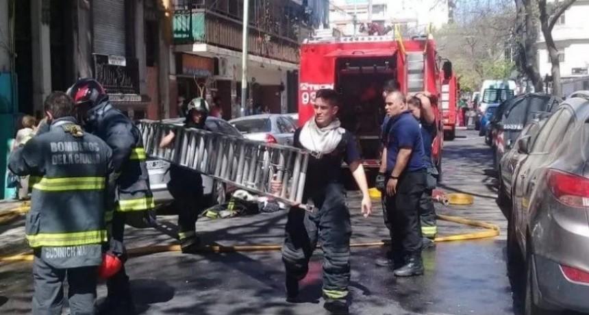 Incendio en hotel de Flores: un nene muerto y 28 personas afectadas