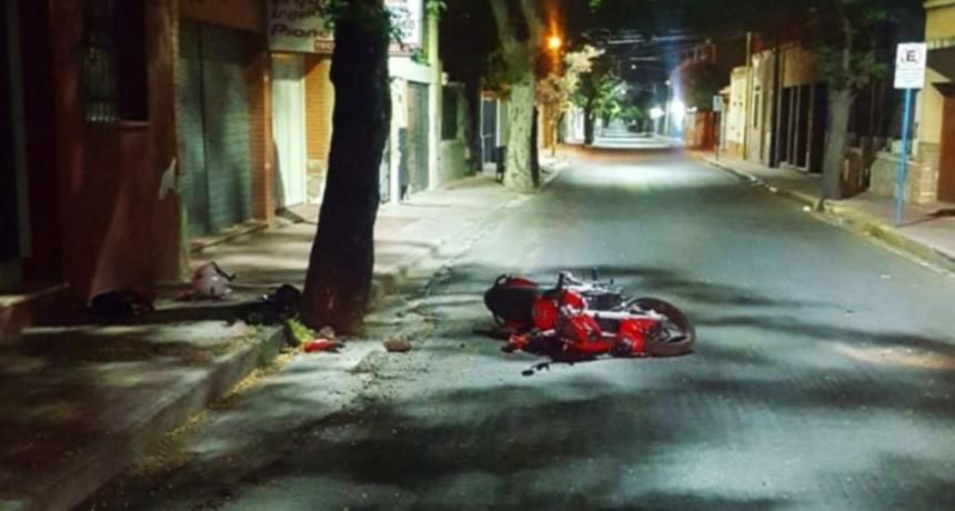 San Luis: un motociclista está grave tras chocar contra un árbol