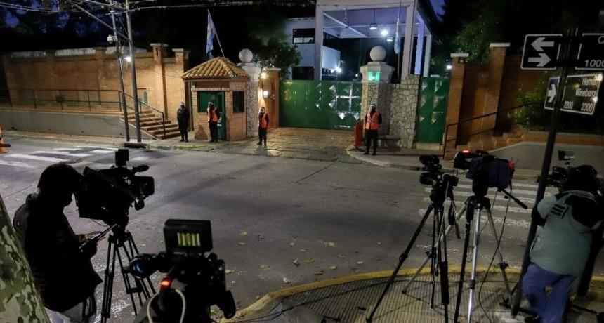 Un hombre fue detenido por arrojar una bomba molotov frente a la Quinta de Olivos