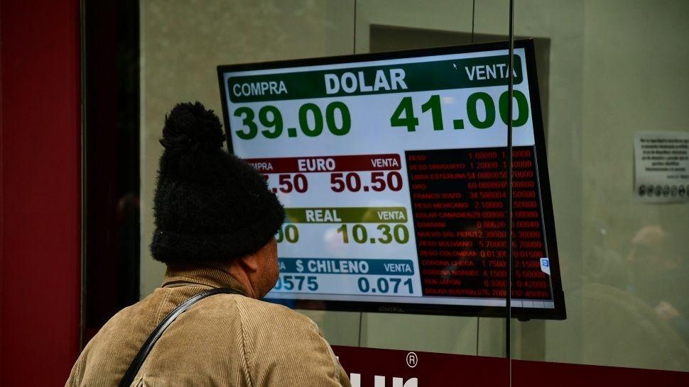 Arranca el plan para frenar al dólar