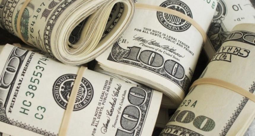 El dólar baja en el tercer día de la banda de flotación