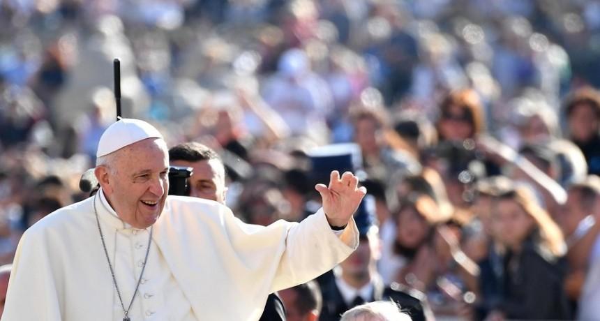 """El papa Francisco comparó el aborto con """"contratar a un sicario para resolver un problema"""""""