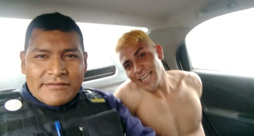 Escándalo en Mendoza.La insólita selfie en un patrullero tras la recaptura de un preso