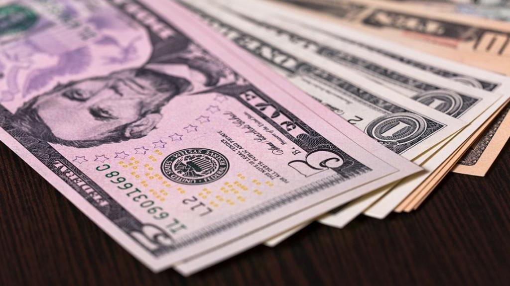 El dólar cerró casi estable a 60,31 pesos y acumuló una suba de 22 centavos en la semana