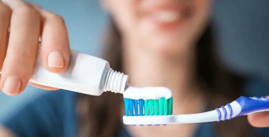 Alerta por moda sexual peligrosa: ponerse pasta de dientes en los genitales
