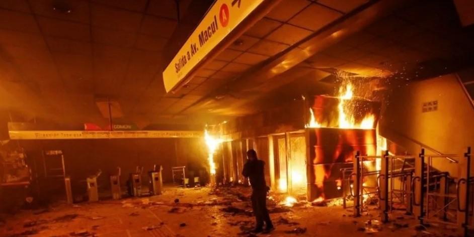 Santiago militarizado tras violentas protestas por aumento del subte