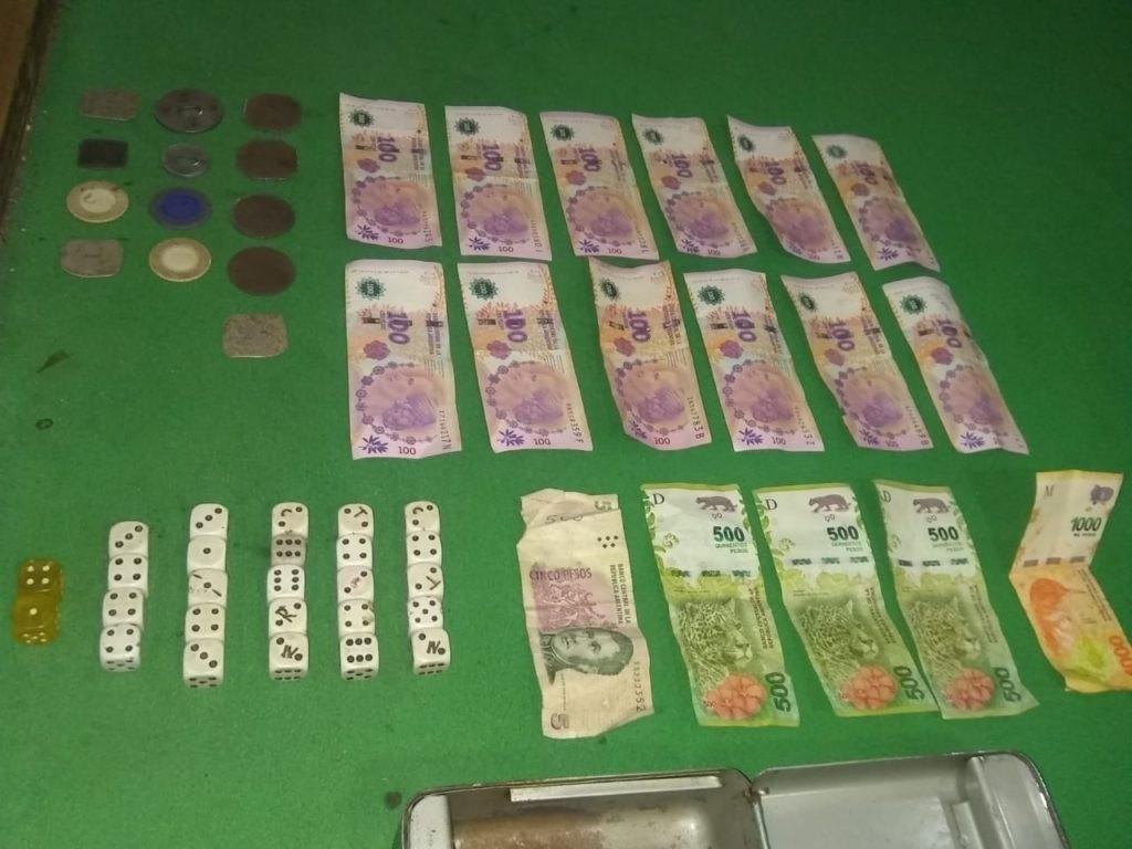 Quines: detuvieron a dos hombres que realizaban juegos clandestinos en su casa