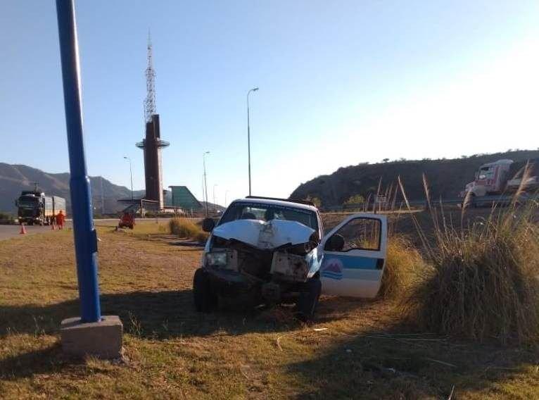San Luis: una camioneta chocó contra un poste de luz en la autopista de las Serranías Puntanas