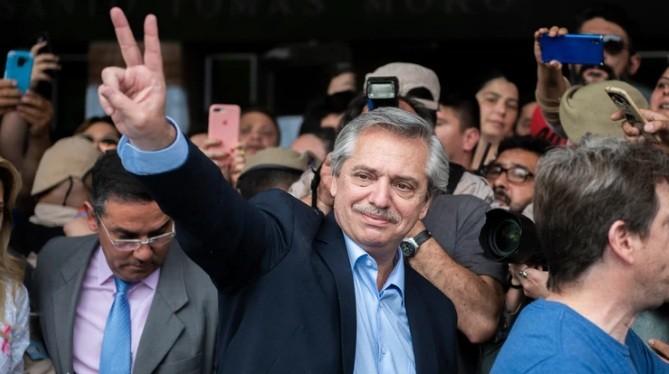 Con más del 70% de las mesas escrutadas, Alberto Fernández se impone en primera vuelta por una ventaja menor a la esperada