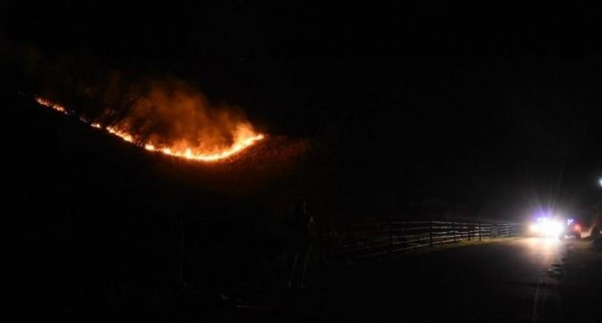 Controlan los focos de incendio en la ciudad capital y la zona serrana