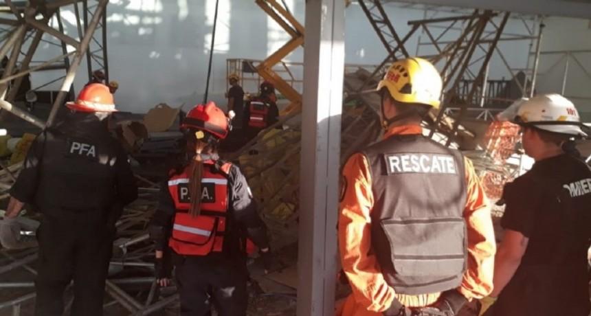 Derrumbe en Ezeiza: incorporaron a la causa una foto de un andamio doblado
