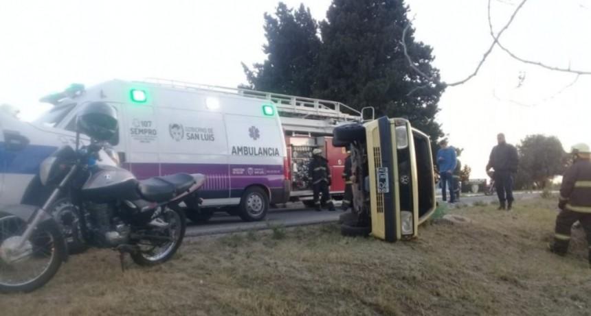 San Luis: Bomberos rescataron a un automovilista atrapado