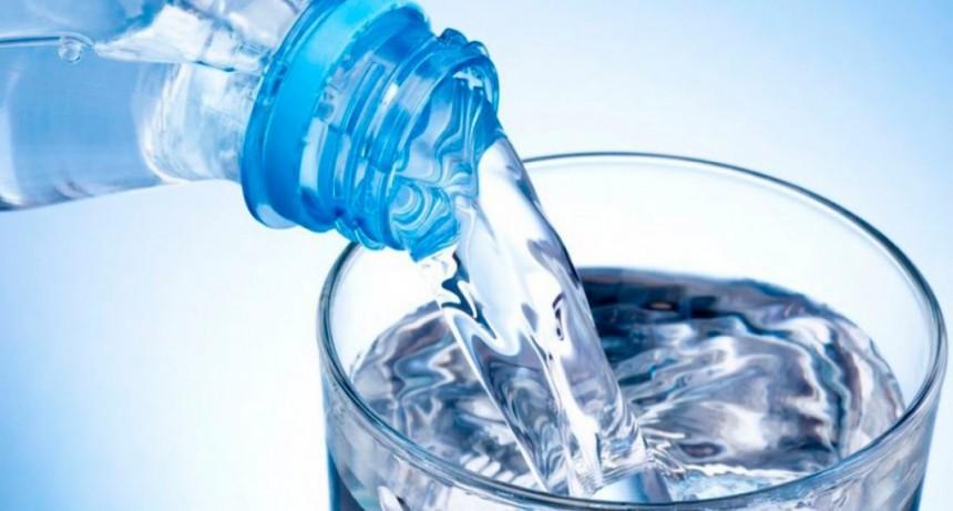 La ANMAT prohibió la venta de agua mineral, leche en polvo, dulces regionales y un aceite