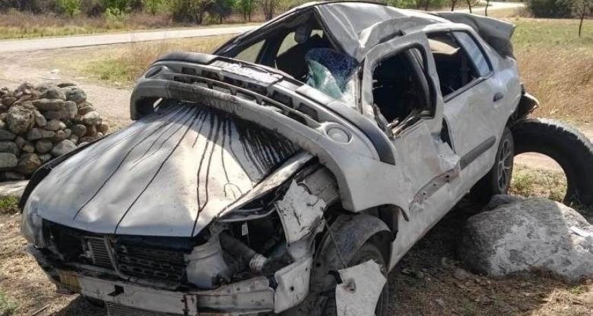 Villa de la Quebrada: volcó un auto en la ruta 146, hay dos heridos