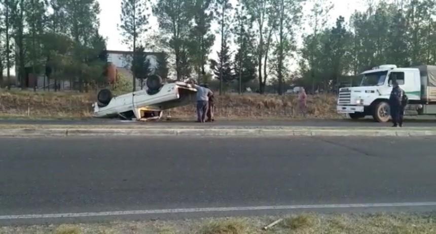 Villa Mercedes: conducía alcoholizado y volcó con una camioneta