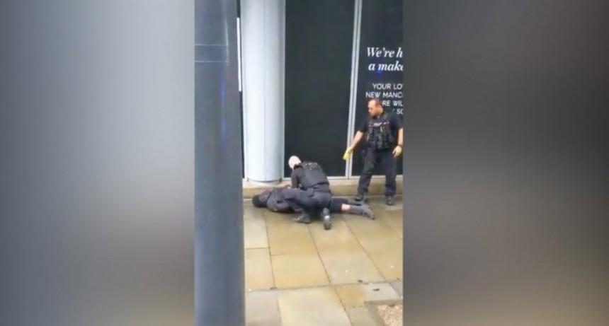 Pánico en Manchester: un hombre apuñaló a 5 personas e investigan si se trata de un ataque terrorista