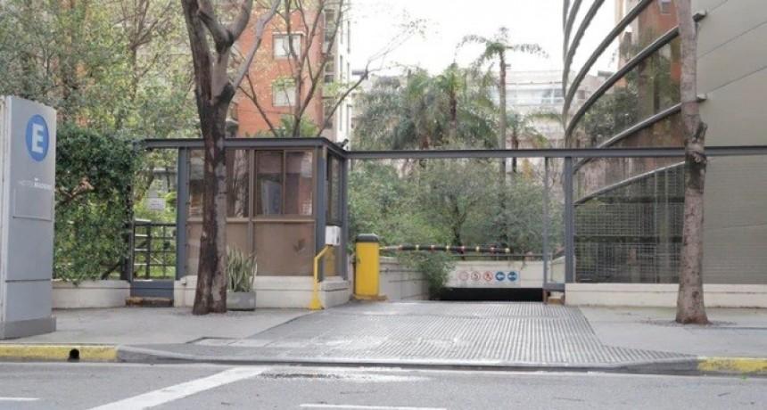 Tiros en Puerto Madero: baleó a su ex novia cuando entraba a un hotel con otro hombre y escapó