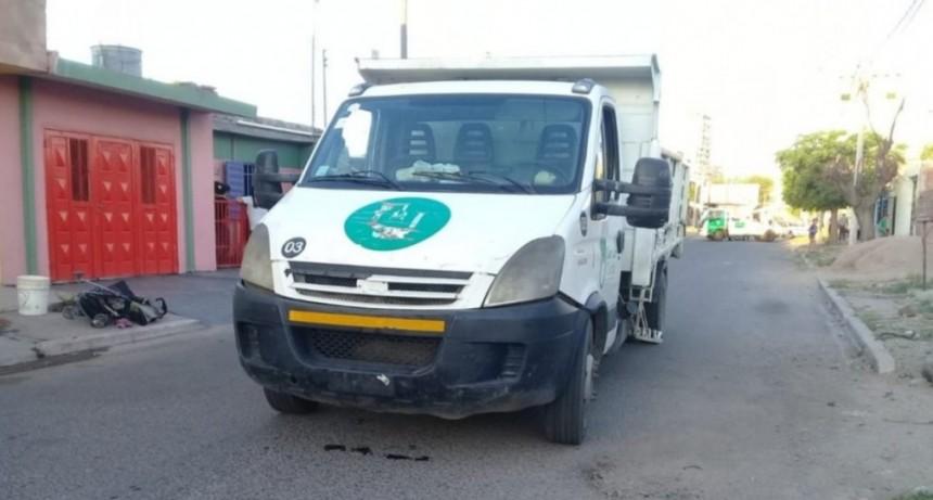 San Luis: un camión de la Municipalidad chocó a un changuito con una beba