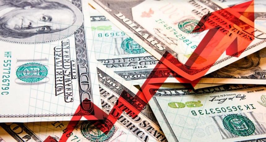 El dólar subió otros 12 centavos y cerró a $60,43 a pesar de la intervención del Central