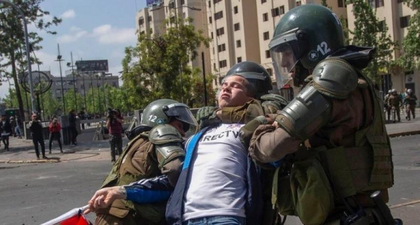 Más de 2.600 personas fueron detenidas y la cifra de muertos creció a 15 por los violentos reclamos en Chile