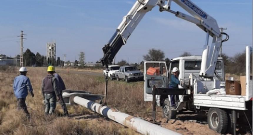 El Gobierno provincial construye una línea de media tensión eléctrica entre Villa Mercedes y Juan Llerena