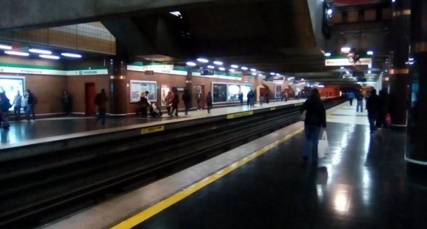 Investigan un supuesto centro de tortura en una estación de subte de Santiago de Chile