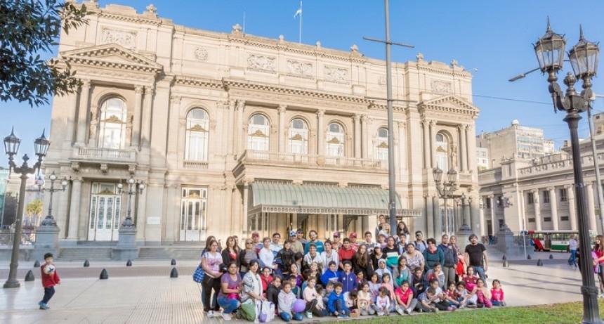 De tu paraje al Colón: 57 alumnos viajan a Buenos Aires para conocer el teatro