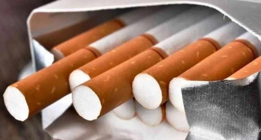Detienen a un hombre que obligó a fumar a su hijo de 5 años