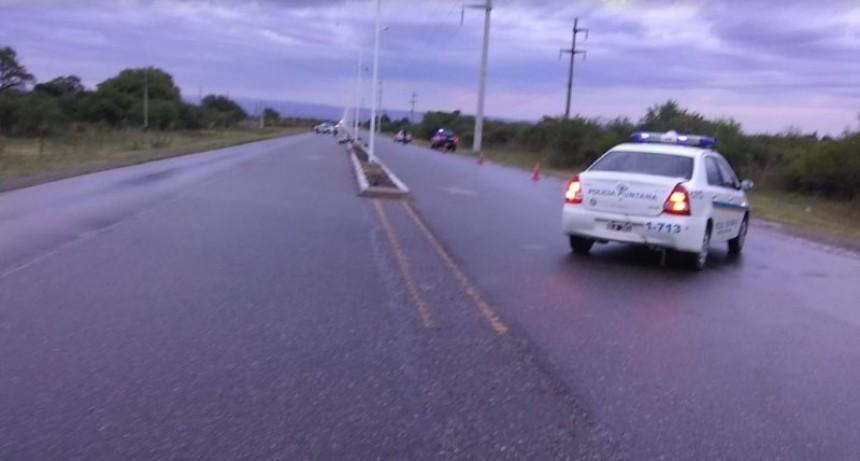 Accidente fatal: un motociclista falleció tras chocar contra una columna de alumbrado en el ingreso a Merlo